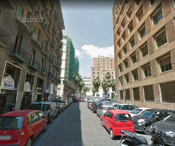 Locale Commerciale a Napoli, via OBERDAN