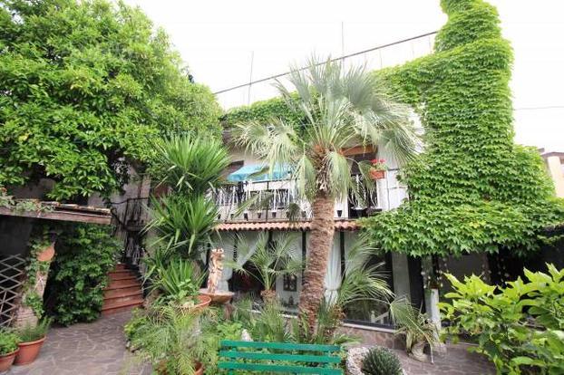 Villa a Caserta, 6 locali