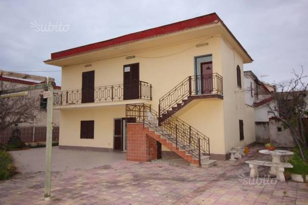 Villa a Castel Volturno, 6 locali