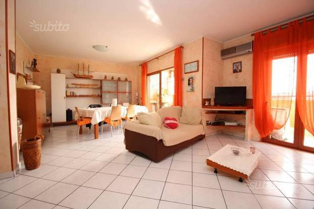 Appartamento a Melito di Napoli, 4 locali