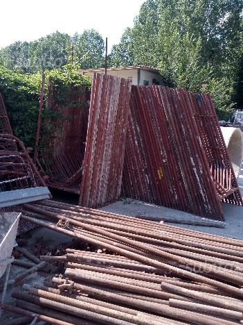 Ponteggio usato ed attrezzature edili