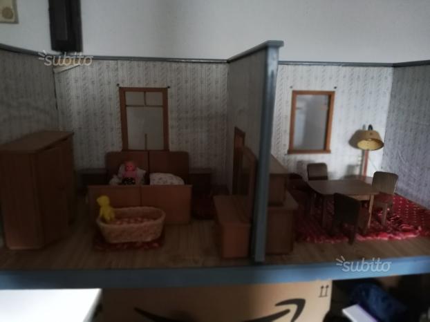 Casa delle bambole con artedo