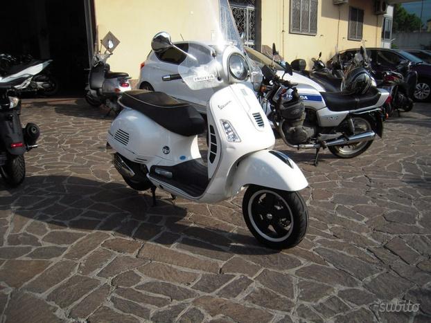 PIAGGIO Vespa GTS 300 Super ANNO