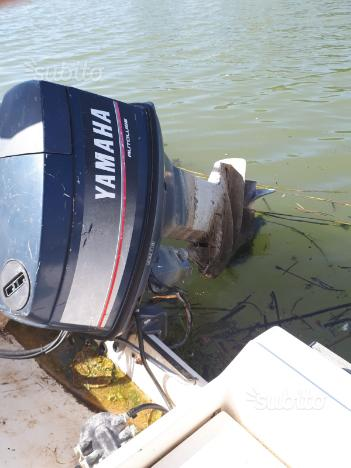Barca con motore Yamaha