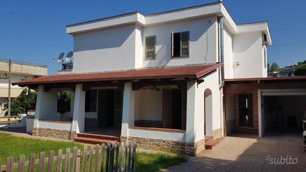 Villa su due livelli + terrazzo+ giardino + box au