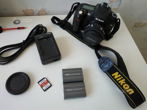 Nikon D90 + obiettivo e vari accessori