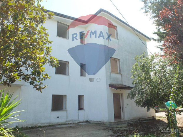Limatola, Villa Plurifamiliare con vasto giardino