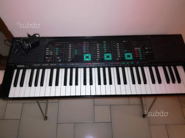 Tastiera Yamaha con supporto e pedale