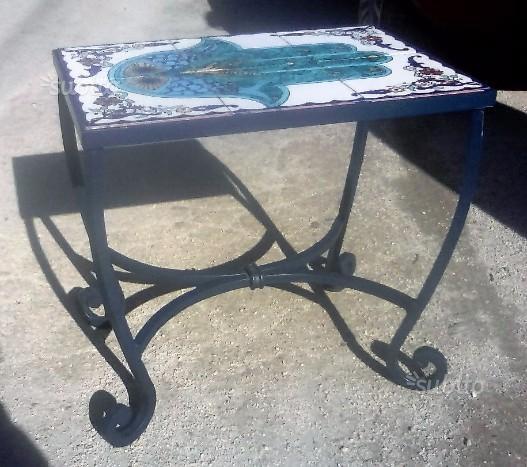 Tavolino in ferro forgiato e battuto a mano