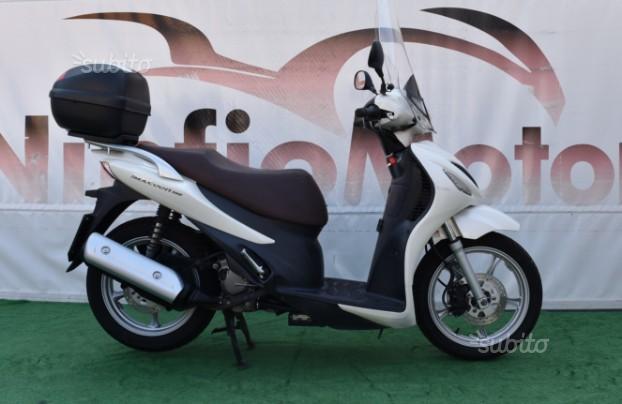 Suzuki UX Sixteen 150 - 2010