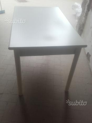 Tavolo allungabile com 4 sedie