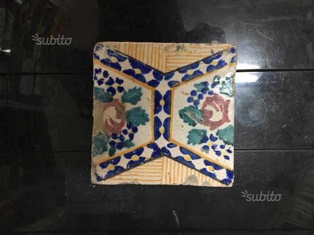 Antiche piastrelle mattonelle maioliche riggiole