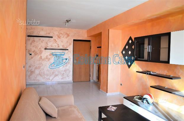 Appartamento arredato con box in via Palombi
