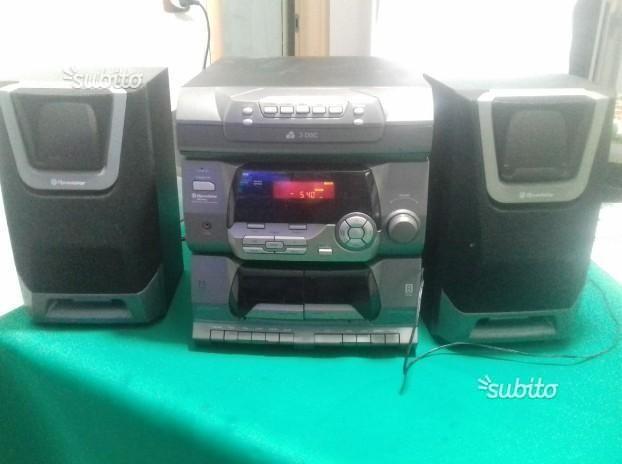 Stereo roadstar radio cd e cassette