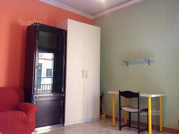 3 spaziose camere singole in zona Fuorigrotta