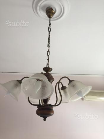 Lampadario in legno e ferro battuto