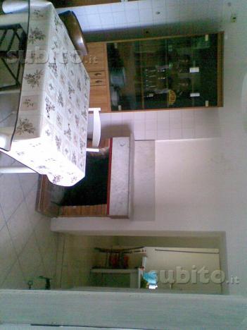 Casa 2 piani con caminetto e giardinetto adiacente