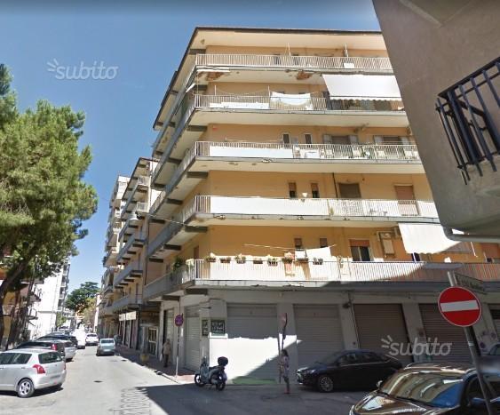 Via De Amicis 4 vani doppi acc. e box
