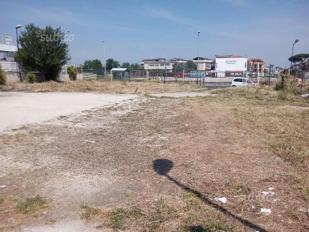 Piazzale per parcheggio coppie