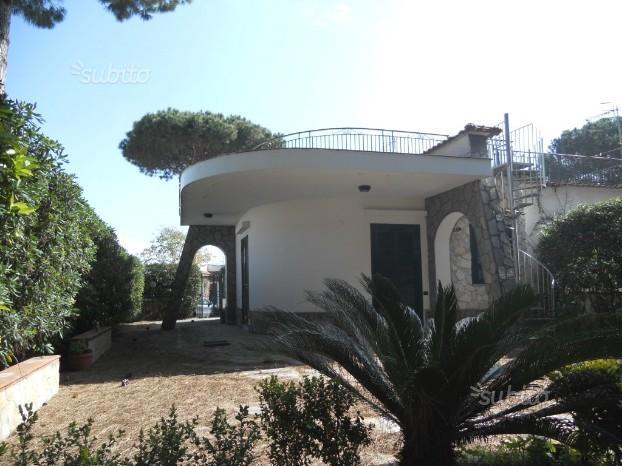 Baia Domizia - Villa bifamiliare con pineta