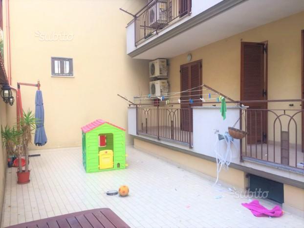 Appartamento con ampio terrazzo, box e posto auto