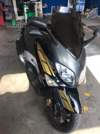 Yamaha T Max - 2005
