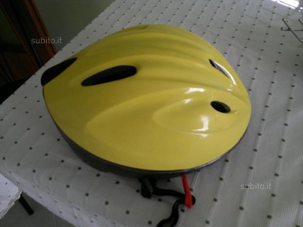 """Casco e rotelle declathon per bici 16"""""""