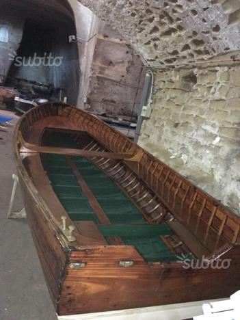 Barca in mogano