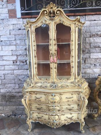 Antica vetrina barocco veneziano