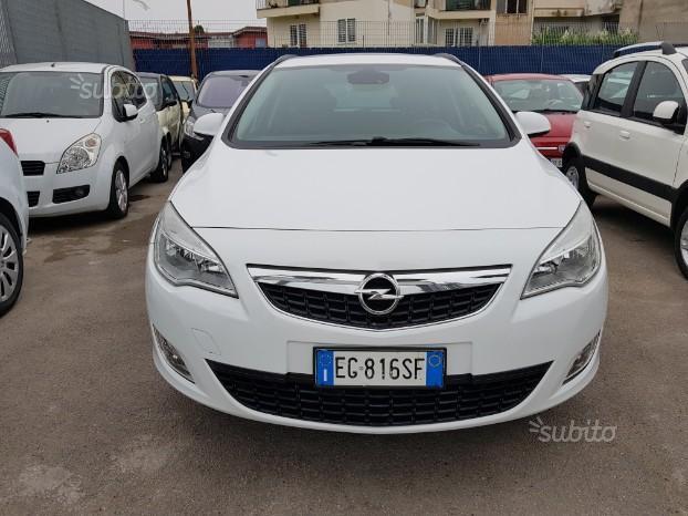 OPEL Astra 4ªs 13 cdti auto pari al nuovo- 2012