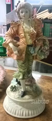 Statua in ceramica di Capodimonte