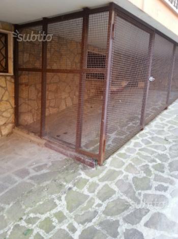 Gabbia in ferro costruita sotto terrazzo