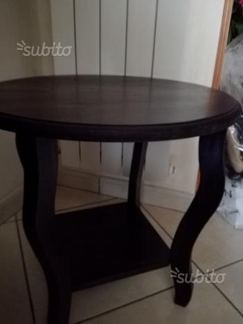 Tavolino di legno scuro