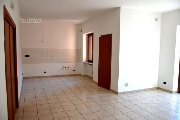 Quadrilocale ristrutturato con due bagni,Alvanella