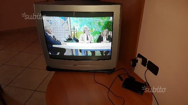 Televisore Philips con decoder e piatto girevole