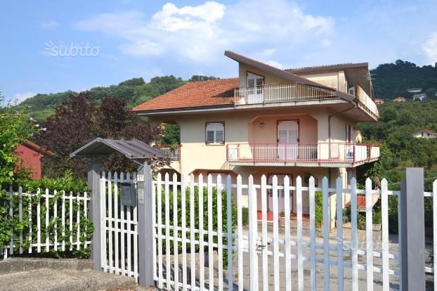 Villa divisa in due appartamenti indipendenti