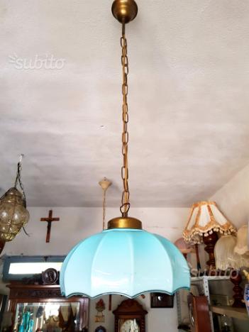 Lampadario vintage Con opalina azzurra
