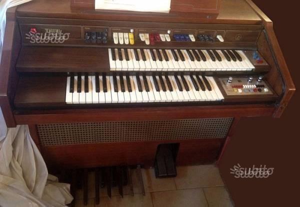 Organo farfisa perfettamente funzionante