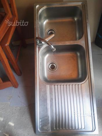 Lavello in acciaio completo di miscelatore