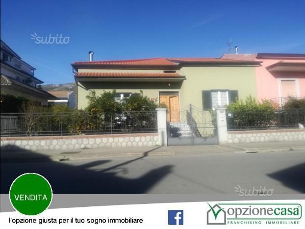Villa con garage