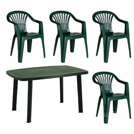 Set tavolo sedie e ombrellone da giardino