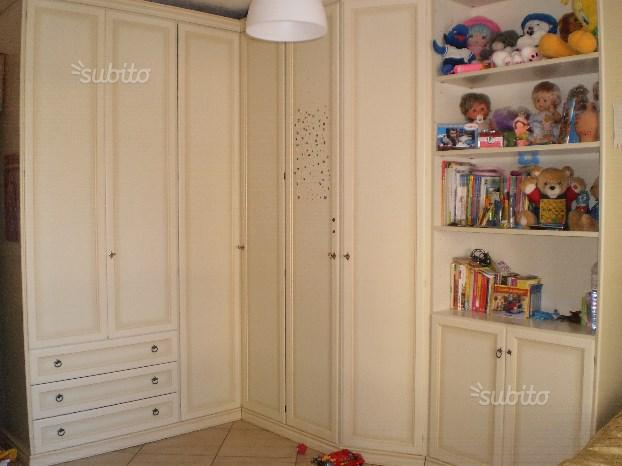Camera con armadio angolare