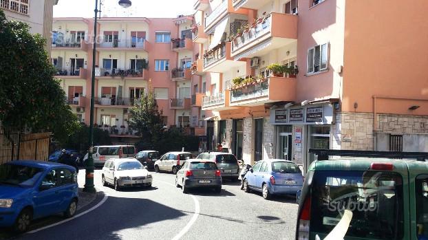Locale commerciale Via Tasso - Fronte strada