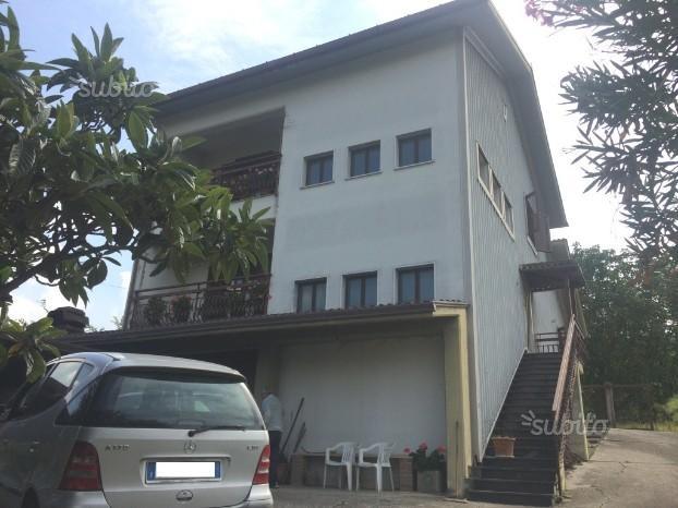 Villa singola con terrenoa pochi km. dal centro