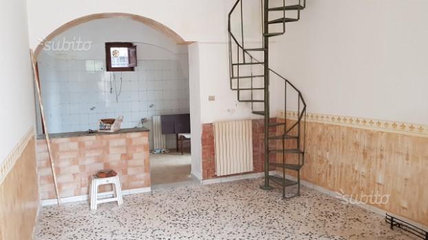 FRAZIONE:Semindipendente con terrazzo