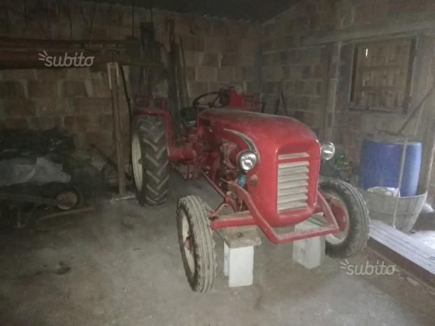 Trattore agricolo in buone condizioni