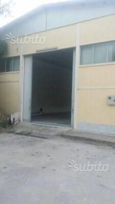 Capannone di 220 mq a Salerno