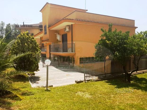 CE- Villa Indipendente con Giardino