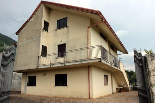 Villa con spazio esterno