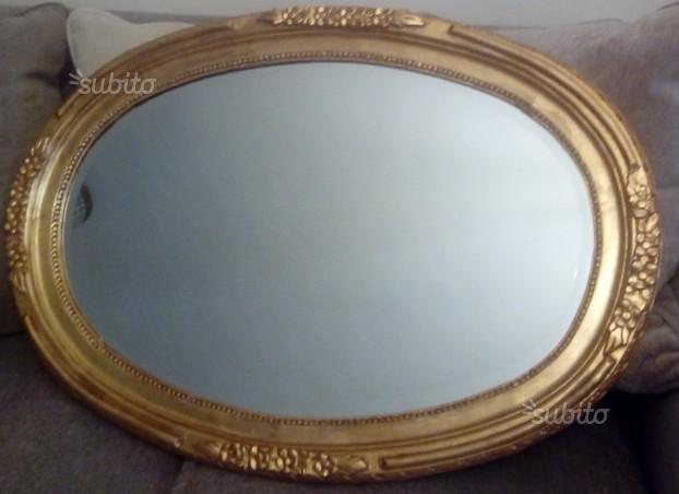 Specchio da parete con cornice ovale